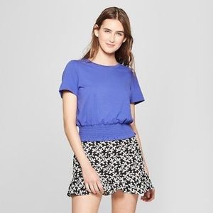 Adorable short sleeve cropped purple top!